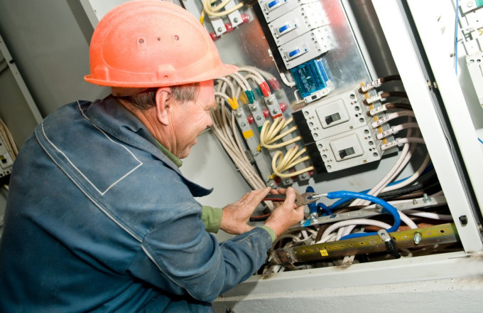 Why You Must Hire a Professional Electrician